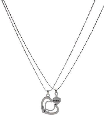 https://static4.cilory.com/201449-thickbox_default/archies-men-pendant.jpg