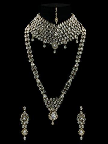 https://static2.cilory.com/368182-thickbox_default/kiara-series-kundan-bridal-necklace-set-with-maang-tikka.jpg
