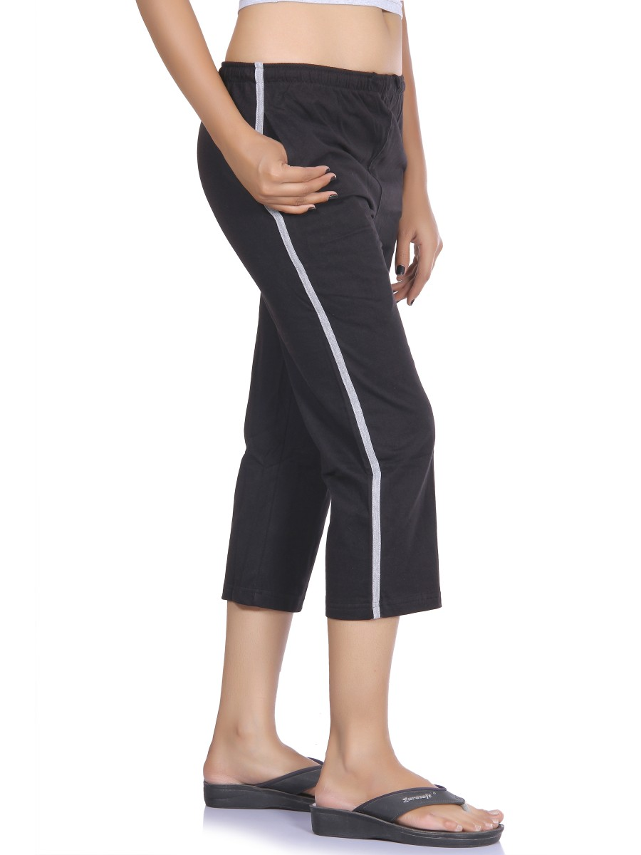 Super soft ladies Cache 2 piece vest and Capri pant set. The pants are size 6 and the vest is a large as the vest ran really small. The Capri pants have a pull string at the ankles to shorten or lengt.